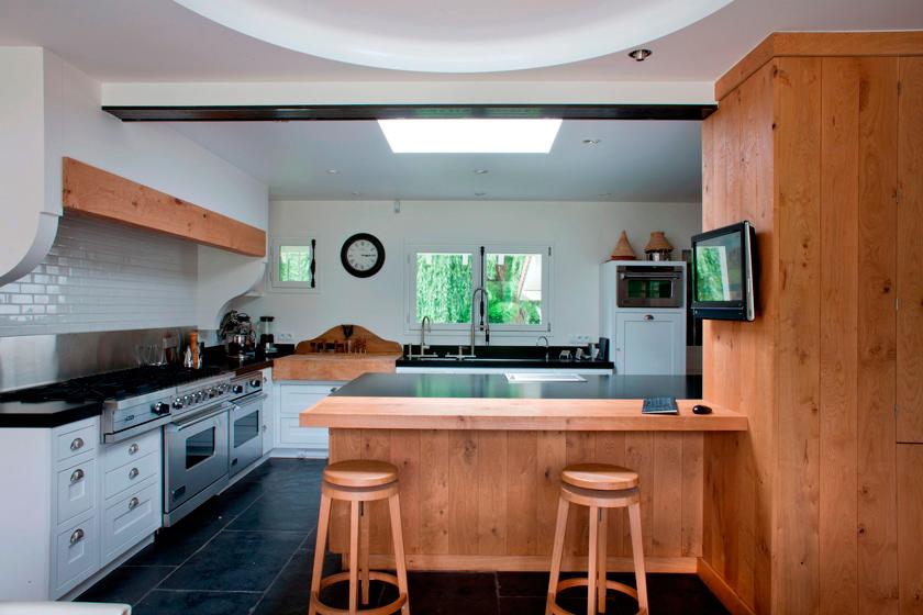 voyeurdesign maison v una casa de ensue o reinventada por olivier chabaud. Black Bedroom Furniture Sets. Home Design Ideas