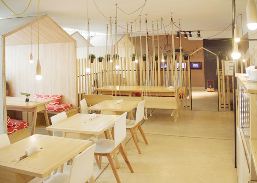 Voyeurdesign fiii fun house caf donde los asientos son - Columpio interior ...